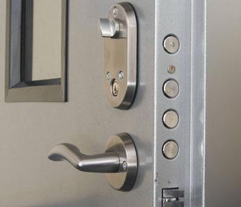 дверной механизм