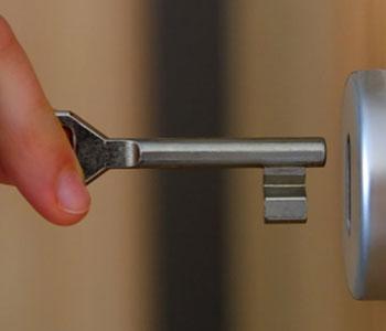 открывание механизма ключом