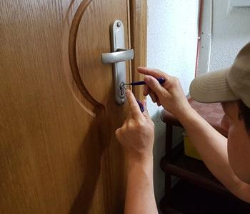 Вскрытие замка межкомнатной двери