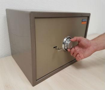 как открыть сейф